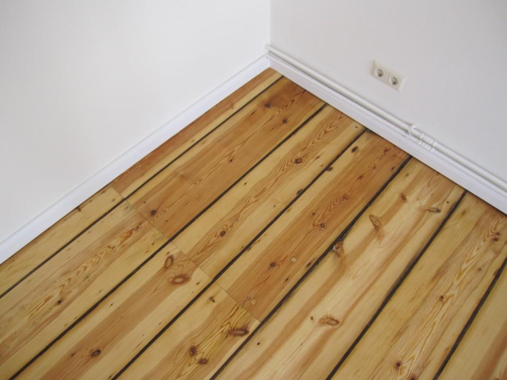laminat auf dielen laminat auf dielenboden verlegen das sollten sie beachten neu holz 20 05m. Black Bedroom Furniture Sets. Home Design Ideas